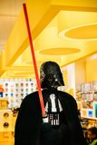 La estatua de Darth Vader de Star Wars montó de Lego In Lego foto de archivo libre de regalías