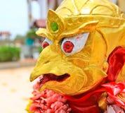 La estatua de Garuda; animal en cuento de hadas tailandés Imagenes de archivo
