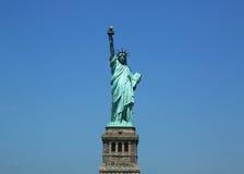 La estatua de la libertad abre de nuevo el Día de la Independencia después de los daños de las reparaciones causados por el huracá Foto de archivo