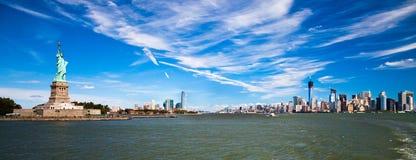 La estatua de la libertad, de Nueva York y de Jersey City Foto de archivo libre de regalías