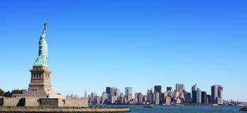 La estatua de la libertad y de Nueva York 2 Fotos de archivo libres de regalías