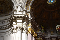 La estatua de Luther que comtempla el interior de Berlin Cathedral fotografía de archivo libre de regalías