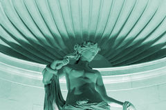 La estatua de mármol de Tethys iluminó en la noche en Trieste Foto de archivo libre de regalías
