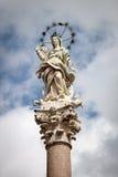 La estatua de Maria, madre de Cristo, con halo estrellado en Lucca, Italia Foto de archivo