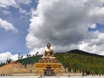 La estatua de oro de Buddha fotografía de archivo libre de regalías