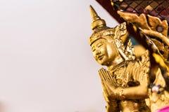 La estatua de oro de Buda a dorar Qué gente utiliza para adorar Imágenes de archivo libres de regalías