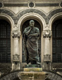 La estatua de Ovidius Imagenes de archivo