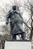 La estatua de Winston Churchill, el parlamento ajusta Foto de archivo
