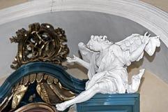 La estatua del ángel por Pinzel en la iglesia santa de la protectora en Buchach, Ucrania Fotografía de archivo libre de regalías