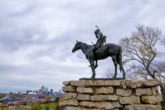 La estatua del explorador, Kansas City Missouri fotos de archivo