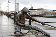 La estatua del juez de línea. Dublín, Irlanda imágenes de archivo libres de regalías