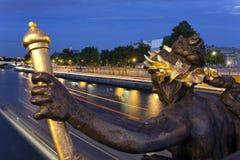 La estatua del puente de Alejandro III foto de archivo