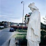 La estatua del santo protege los cruces Eslovaquia del puente Foto de archivo
