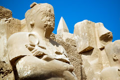 La estatua en el templo de Karnak, Egipto fotografía de archivo