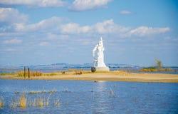 La estatua en la isla Fotos de archivo libres de regalías