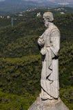 La estatua en la torre de la iglesia Fotos de archivo