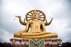 La estatua grande de Buda y construido en 1972 Imagen de archivo libre de regalías
