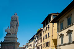 La estatua hecha por Enrico Pazzi dedicó a Dante Imagen de archivo