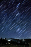 La estrella arrastra la exposición larga en la noche Imagen de archivo libre de regalías