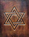 La estrella de David, grabada en relieve al cuero marrón envejecido imagen de archivo