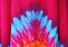 La estrella del teñido anudado estalló o estampado de flores en rosa azul Imagen de archivo libre de regalías