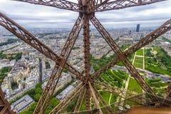 La estructura de la torre Eiffel Fotos de archivo