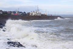 La estructura de panal concreta del lado seaward del embarcadero del norte en el condado de Bangor abajo en Irlanda del Norte que Imagen de archivo
