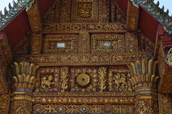 ¿La estructura de tejado de aguilón tradicional revela un caballo? fotos de archivo