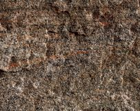 La estructura del natural no es marrón pulido del granito con las venas rojas fotos de archivo