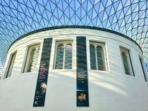 La estructura interior del tejado de British Museum imagenes de archivo