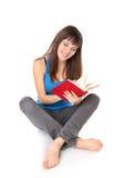 La estudiante leyó el libro Imágenes de archivo libres de regalías
