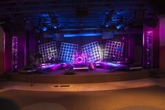 La etapa del concierto encendida y alista Fotos de archivo libres de regalías