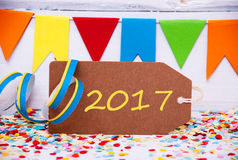 La etiqueta del partido con la flámula, manda un SMS a 2017 por Feliz Año Nuevo Imagenes de archivo