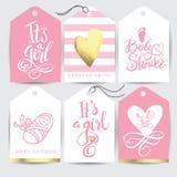 La etiqueta engomada rosada del vector lo fijó el ` s una muchacha Caligrafía que pone letras a la fiesta de bienvenida al bebé E Fotos de archivo libres de regalías