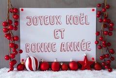 La etiqueta, nieve, bolas de la Navidad, Bonne Annee significa Año Nuevo Imagen de archivo libre de regalías