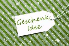 La etiqueta, papel de embalaje verde, Geschenk Idee significa la idea del regalo, copos de nieve Fotografía de archivo