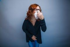la Europeo-mirada de la mujer de 30 años está enferma Fotografía de archivo