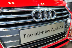 La exhibición completamente nueva de Audi A4 durante el Singapur Motorshow 2016 Fotos de archivo libres de regalías