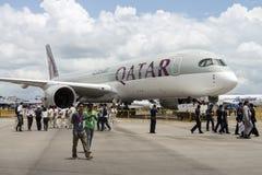 La exhibición estática de los aviones de Qatar A380 de la visita de los delegados del comercio en el salón aeronáutico 2016 de Si Foto de archivo
