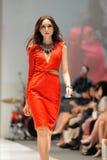 La exhibición modelo diseña de Swarovski con el reino del tema de joyas en Audi Fashion Festival 2012 Fotografía de archivo libre de regalías