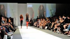La exhibición modelo diseña de Swarovski con el reino del tema de joyas en Audi Fashion Festival 2012 Imagen de archivo libre de regalías