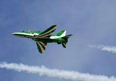 La exhibición que vuela y la demostración aeroacrobacia de la exhibición de los halcones del saudí combinan Imagen de archivo libre de regalías