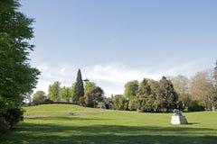 La explanada del Parc Montsouris, jardín de París (París Francia) Fotografía de archivo