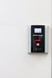 La exploración de la huella dactilar para desbloquea el sistema de seguridad de la puerta Foto de archivo