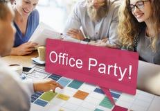 La fête au bureau célèbrent le concept de Social de divertissement Images libres de droits