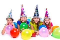 La fête d'anniversaire heureuse de filles d'enfant monte en ballon et cadeau Image libre de droits
