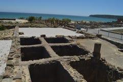 La f?brica sal? pescados en Roman City Baelo Claudia Dating en la playa del siglo II A.C. de Bolonia en Tarifa Naturaleza, arquit imágenes de archivo libres de regalías
