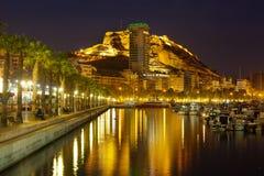 La F Port con gli yacht e l'argine nella notte Alicante Fotografia Stock