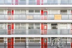 La fa?ade d'un bloc Churchill de logement municipal fait du jardinage ? Londres image libre de droits