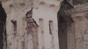 La façade d'un vieux bâtiment abandonné 3 clips vidéos